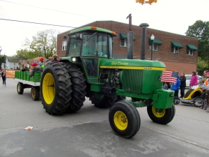 Click to view photos from past Applefest